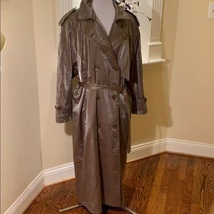 Fantastic beige raincoat can fit 14/16